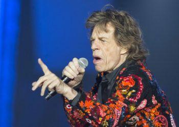 """Fotografía de archivo del 22 de octubre de 2017 de Mick Jagger de los Rolling Stones cantando durante un concierto de su gira """"No Filter"""" Europe Tour 2017 en la U Arena de Nanterre, en las afueras de París, Francia. (AP Photo/Michel Euler, File)"""