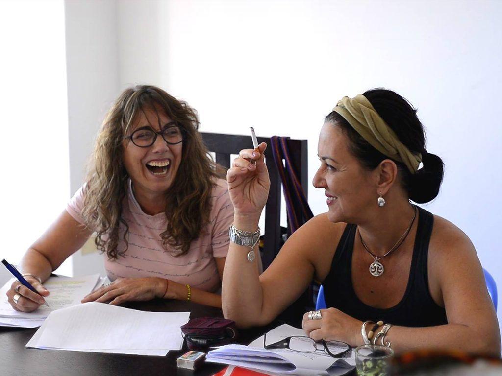 Las actrices Tahimí Alvariño (izq) y Yazmin Gómez. Foto: Facebook de Jau Films.