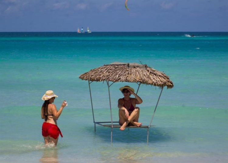 Varadero, playa declarada por TripAdvisor como la segunda mejor del mundo. Foto: Yander Zamora / EFE.