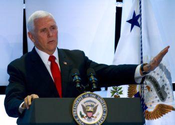 El vicepresidente estadounidense Mike Pence habla durante un evento de Latino Coalition, una organización conservadora de empresarios hispanos en Washington el miércoles 6 de marzo de 2019. Foto> Jose Luis Magana /AP.