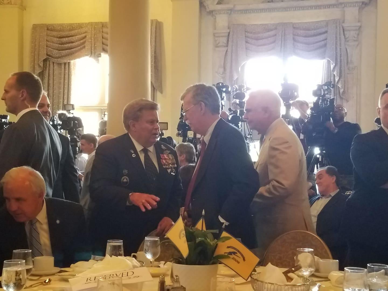 El asesor de seguridad de Trump, John Bolton mientras llega al agasajo organizado por la Brigada de Asalto 2506, el pasado miércoles en Miami. Foto: Marita Pérez.El asesor de seguridad de Trump, John Bolton mientras llega al agasajo organizado por la Brigada de Asalto 2506, el pasado miércoles en Miami. Foto: Marita Pérez.