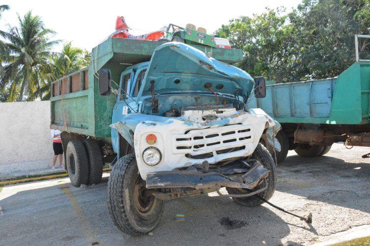 Camión accidentado en la provincia cubana de Ciego de Ávila, el 1 de abril de 2019. Foto: Periódico Invasor / Facebook.