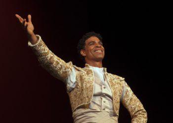 """El pasado sábado Carlos Acosta interpretó una versión suya de Don Quijote, en el escenario del Gran Teatro Alicia Alonso en La Habana, como parte de la temporada """"Tributo"""" dedicada a los maestros Ramona de Saá y Ben Stevenson. Foto: Yuris Nórido/ Acosta Danza."""