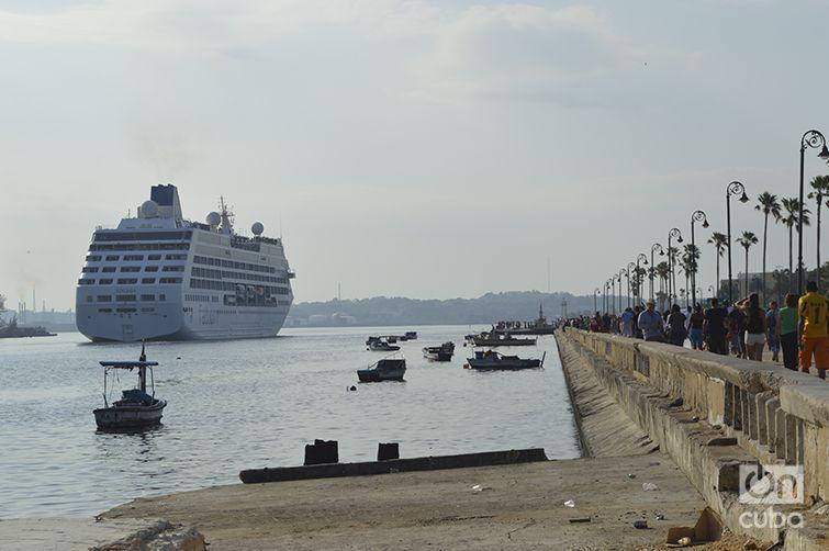 El Adonia entrando a La Habana. Foto: Marita Pérez Díaz.
