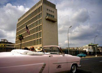 Embajada estadounidense en La Habana, Cuba, el lunes 18 de marzo de 2019. EEUU anunciará hoy medidas que reforzarán el bloqueo y afectarían intereses europeos en Cuba. Foto: Ramon Espinosa / AP.