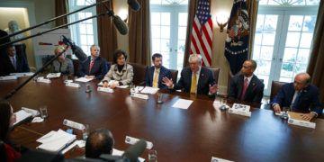 El presidente Donald Trump habla durante una reunión en el Salón de Gabinete de la Casa Blanca, el jueves 4 de abril de 2019, en Washington. (AP Foto/Evan Vucci)