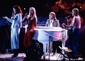 """En esta imagen de archivo, tomada el 9 de enero de 1979, el grupo sueco Abba actúa en la Asamblea General de Naciones Unidas en Nueva York, durante la grabación del especial de NBC-TV """"The Music for UNICEF concert"""". Foto: Ron Frehm / AP / Archivo."""