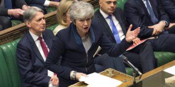 En esta imagen, proporcionada por el parlamento, la primera ministra británica, Theresa May, se dirige a los legisladores en una sesión en la Cámara de los Comunes, en Londres, el 3 de abril de 2019.Foto: Mark Duffy / Parlamento británico vía AP.
