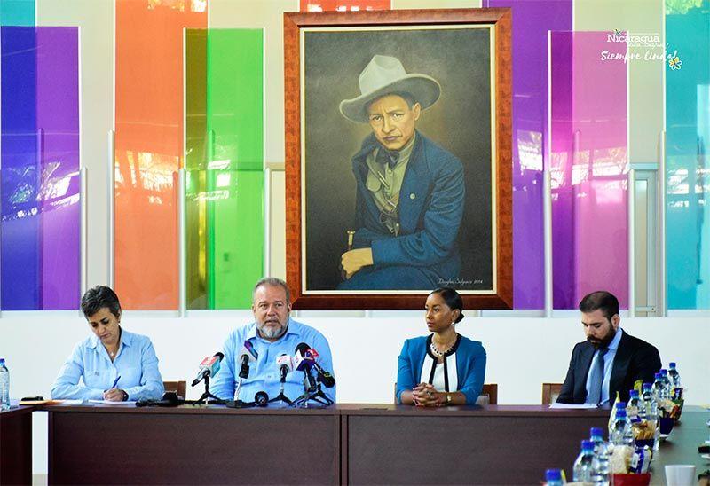 Firma del acuerdo bilateral de turismo. Foto: Sitio oficial del Intur.
