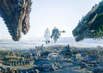 """Emilia Clarke, izquierda, y Kit Harington en una escena de """"Game of Thrones"""" cuya octava temporada se estrenó el 14 de abril de 2019 en una imagen proporcionada por HBO. Fotograma: HBO vía AP."""