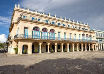 Hotel Santa Isabel, en la Habana Vieja, una de las adiciones a la lista de entidades y subentidades prohibidas por el gobierno de Estados Unidos para los ciudadanos de su país, tras su actualización el 24 de abril de 2019. Foto: todocuba.org