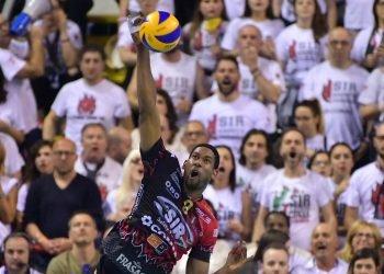 El cubano Wilfredo Léon fue la clave en la victoria este domingo del Perugia, de Italia. Foto: @SIRVolleyPG / Twitter.