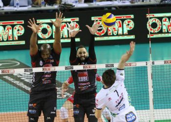 Simón y Juantorena no dieron mucho margen al Trentino en el cuarto episodio seminfinal. Foto: Tomada de Lega Volley