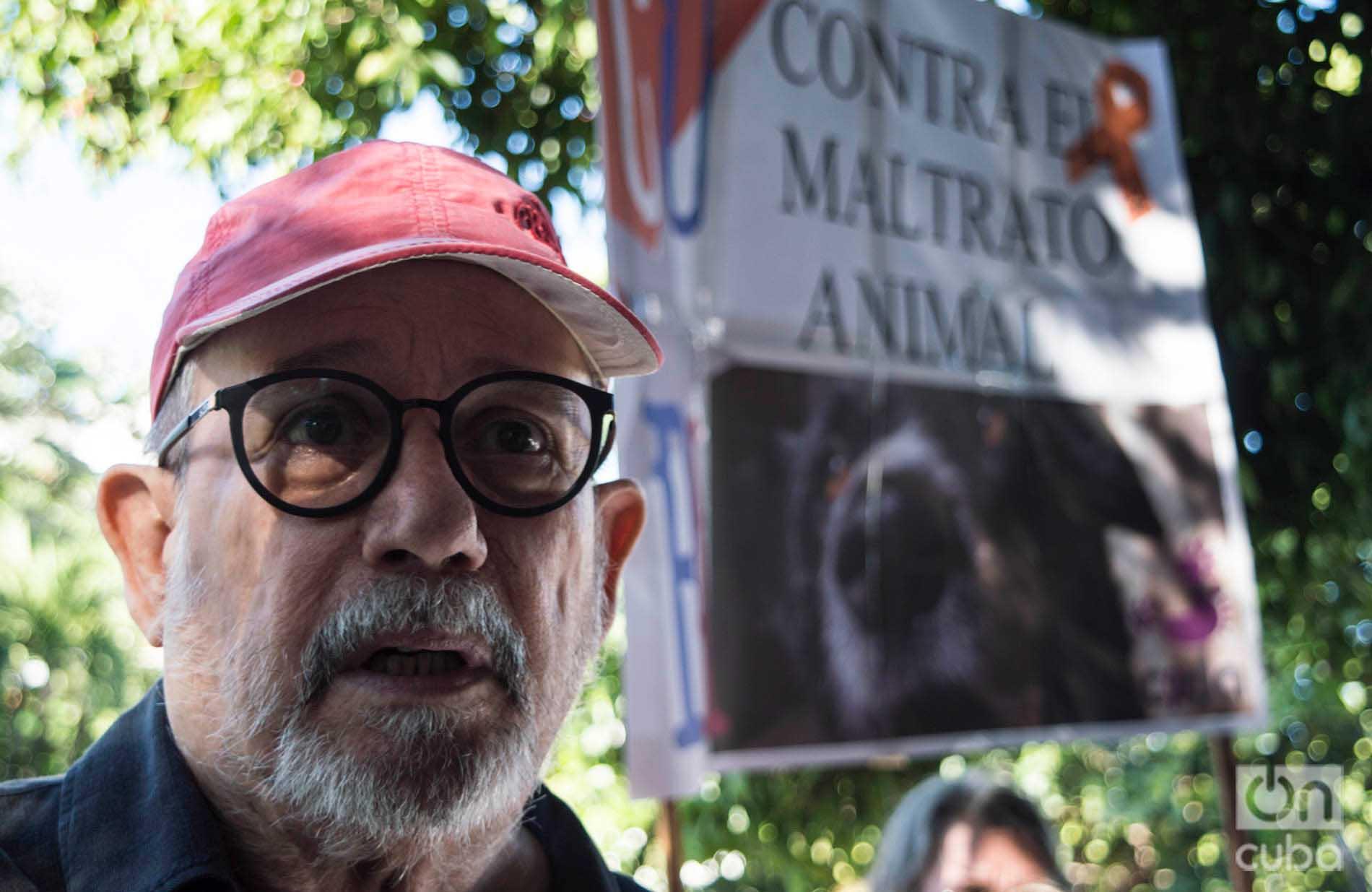 El trovador Silvio Rodríguez, en la marcha contra el maltrato animal, el 7 de abril de 2019 en La Habana. Foto: Otmaro Rodríguez.
