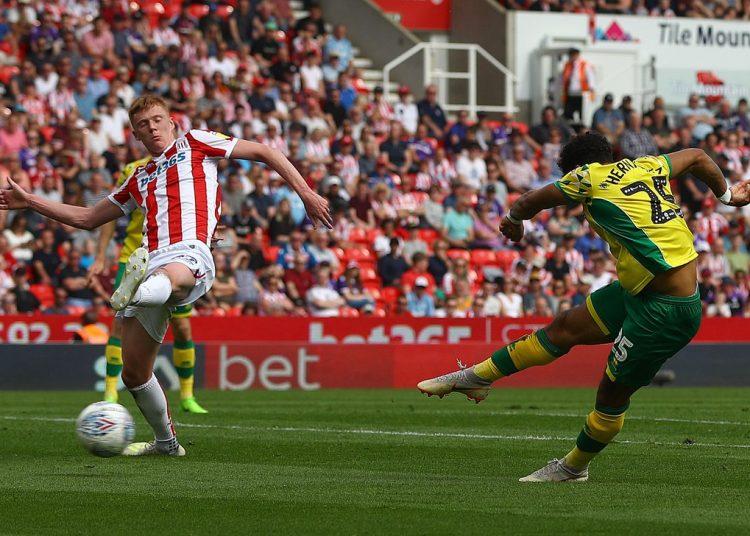 Onel Hernández marcó el primer gol del Norwich en el empate contra en el Stoke City. Foto: Tomada del Twitter del Norwich City