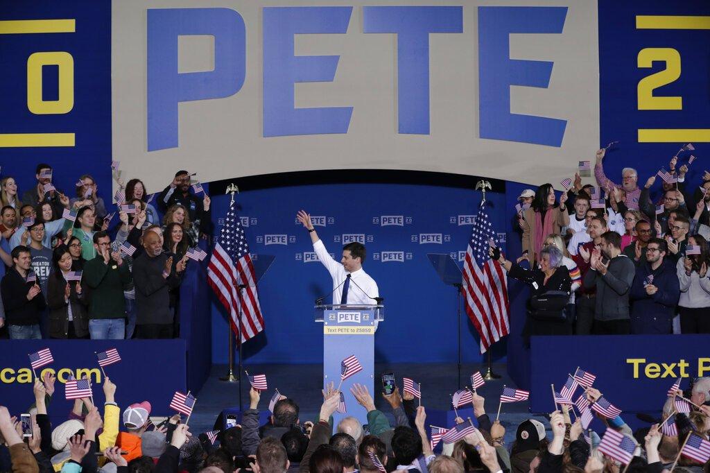 Pete Buttigieg, de 37 años, anuncia que aspira a la candidatura presidencial demócrata durante un mitin en South Bend, Indiana, el domingo 14 de abril de 2019.  Foto: Michael Conroy / AP.