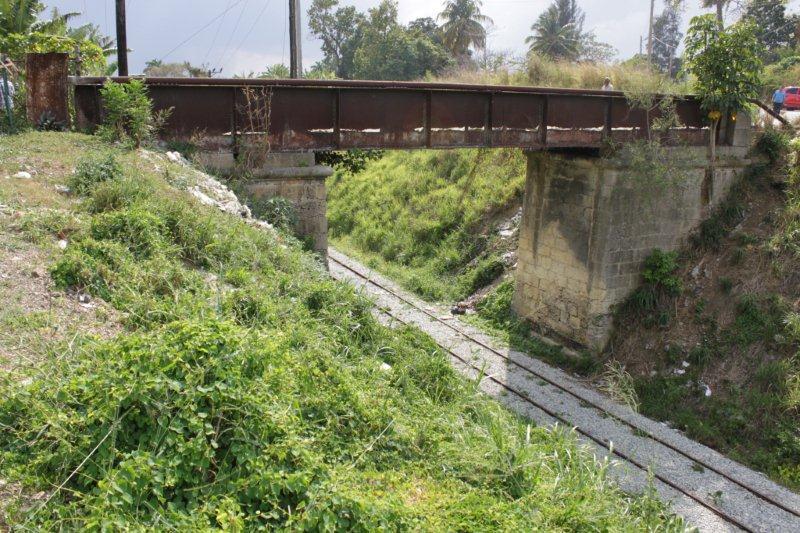 Puente Cambó y línea del tren.