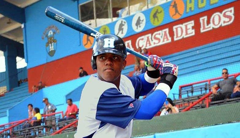"""Oscar Luis Colás es el pelotero más completo del listado de jugadores """"amateurs"""" liberados por la Federación Cubana de Béisbol. Foto: Carlos Rafael/Periódico Ahora"""