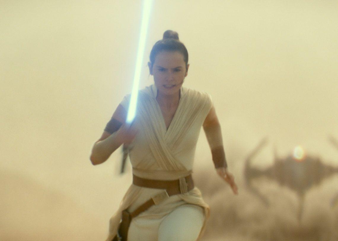 """En esta imagen difundida por Lucasfilm Ltd., Daisy Ridley como Rey en una escena de """"Star Wars: Episode IX"""". (Lucasfilm Ltd. vía AP)"""
