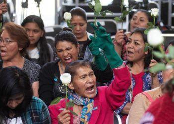Trabajadoras domésticas celebran el domingo 31 de marzo de 2019 su inclusión al sector de salud. Foto: Madla Hartz / EFE.