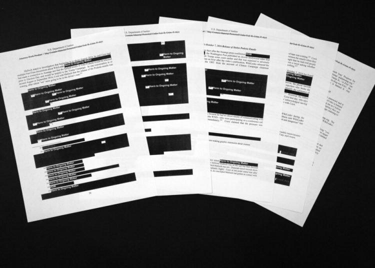 Páginas del informe del fiscal especial Robert Mueller sobre la supuesta interferencia de Rusia en las elecciones presidenciales de Estados Unidos de 2016. Foto: Jon Elswick / AP.