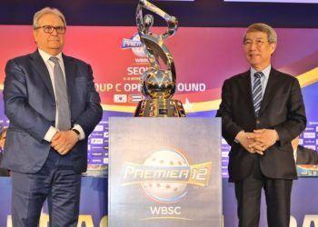 Riccardo Fraccari (izquierda), presentó el calendario del Grupo C de la segunda edición del Premier 12 en Seúl, junto a autoridades del béisbol sudcoreano. Foto: WBSC