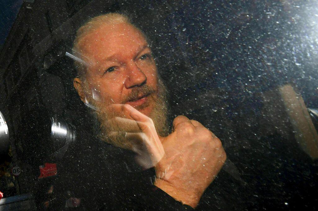 Julian Assange al arribar a la Corte de Westminster, Londres, tras su arresto por la policía metropolitana, jueves 11 de abril de 2019. Foto: Victoria Jones / PA vía AP.