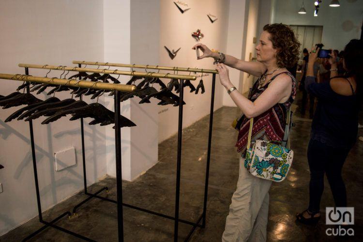 Obra del cubano Yoan Capote en la galería Factoría Habana, durante la XIII Bienal de La Habana. Foto: Otmaro Rodríguez.