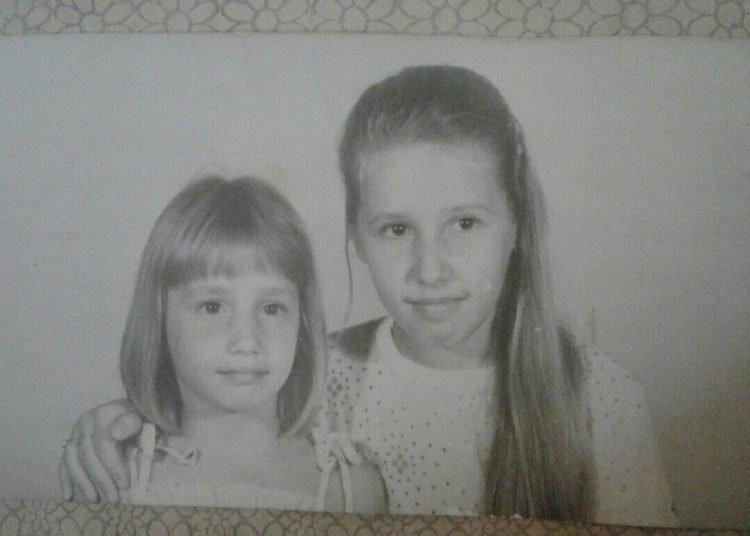 Las hermanas Elena y María cuando eran niñas. Foto: Página de Facebook dedicada a la búsqueda de María.