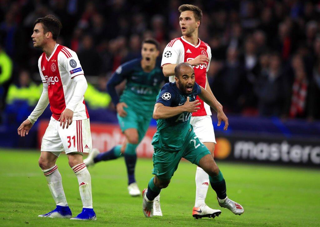El brasileño Lucas Moura de Tottenham tras anotar el tercer gol en la victoria 3-2 ante Ajax en la semifinal de la Liga de Campeones, el miércoles 8 de mayo de 2019, en Ámsterdam. (AP Foto/Peter Dejong)