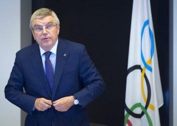 Thomas Bach, presidente del Comité Internacional Olímpico, COI, llega a la inauguración de la reunión de la junta ejecutiva del COI en la sede de la organización en Pully, cerca de Lausanne, el miércoles 22 de mayo del 2019. (Laurent Gillieron/Keystone via AP)