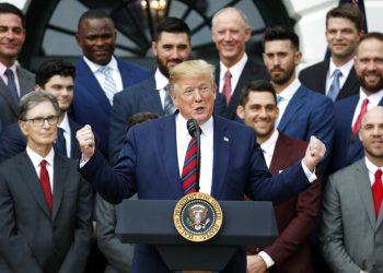 El presidente Donald Trump durante una ceremonia en la Casa Blanca, donde homenajeó a los Medias Rojas de Boston, campeones de la Serie Mundial, el jueves 8 de mayo de 2019. (AP Foto/Pablo Martínez Monsiváis)