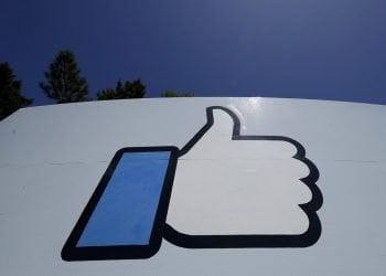 El logo de Facebook en la sede de la compañía en Menlo Park, California, el 25 de abril de 2019. Foto: Jeff Chiu / AP / Archivo.