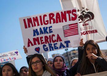 Foto de archivo de manifestación en apoyo a los inmigrantes en EE.UU. Foto: lawyersgunsmoneyblog.com / Archivo.