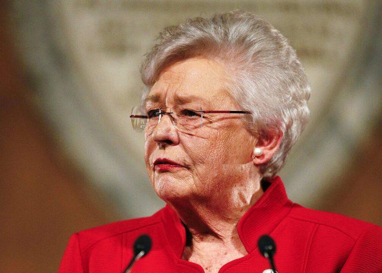 La gobernadora de Alabama, Kay Ivey, pronuncia su informe anual de gobierno en el Capitolio en Montgomery, Alabama, 9 de enero de 2018. Foto: Brynn Anderson / AP.