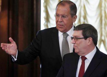 El ministro de Exteriores ruso, Serguéi Lavrov con su homólogo cubano, Bruno Rodríguez Parrilla, en Moscú. Foto: Sergei Ilnitsky/EFE/Archivo.