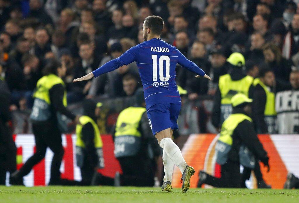 Eden Hazard, del Chelsea, festeja tras anotar el penal definitivo de la serie ante el Eintracht Fráncfort, en la semifinal de la Liga Europa, el jueves 9 de mayo de 2019, en Londres (AP Foto/Alastair Grant)