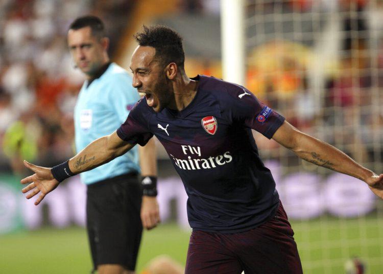 El delantero Pierre-Emerick Aubameyang al anotar el tercer gol del Arsenal en la victoria 4-2 ante Valencia en la semifinal de la Liga Europa en Valencia, España, el jueves 9 de mayo de 2019. (AP Foto/Alberto Saiz)
