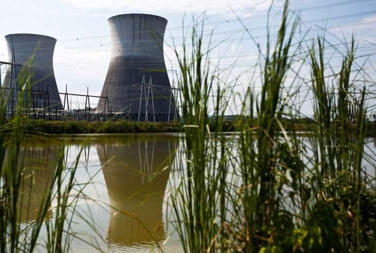 Las dos torres de enfriamiento de la planta nuclear de Bellefonte en Hollywood, Alabama. Foto: Brynn Anderson/AP.