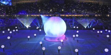 Ceremonia de inauguración del estadio Al Wakrah en Doha, Qatar, uno de los escenarios de la Copa Mundial de fútbol 2002. (AP Foto/Kamran Jebreili)