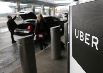 Un puesto del servicio de autos Uber en el Aeropuerto LaGuardia, Nueva York, el 15 de marzo de 2017. Foto: Seth Wenig/ AP.