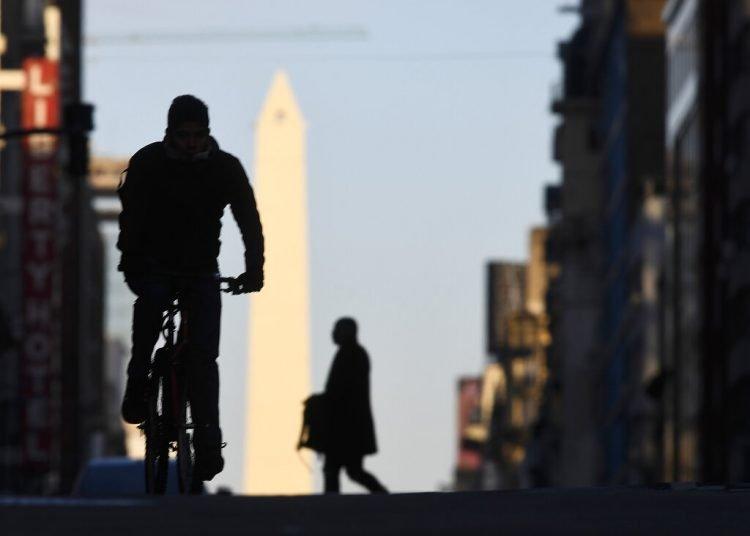 Este acuerdo podría aliviar su situación económica ya que está prevista una recesión de más de 10% en 2020. Foto: Gustavo Garello/AP.