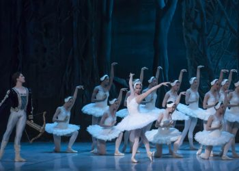 """El Ballet Nacional de Cuba en """"El lago de los cisnes"""". Foto: Cubaescena / Archivo."""