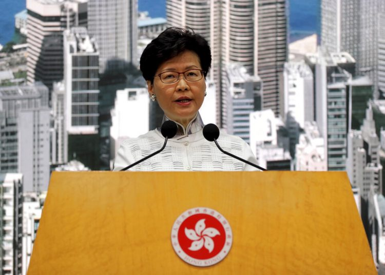 La jefa ejecutiva de Hong Kong, Carrie Lam, se dirige ante la prensa el sábado 15 de junio de 2019. Foto: Kin Cheung / AP.
