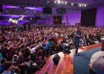 Guillermo Maldonado durante un culto en la iglesia El Rey Jesús. Foto: tiempocristiano.com