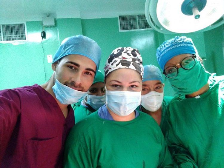 Equipo que realizó el procedimiento. Foto: Tomada de Radio Rebelde.