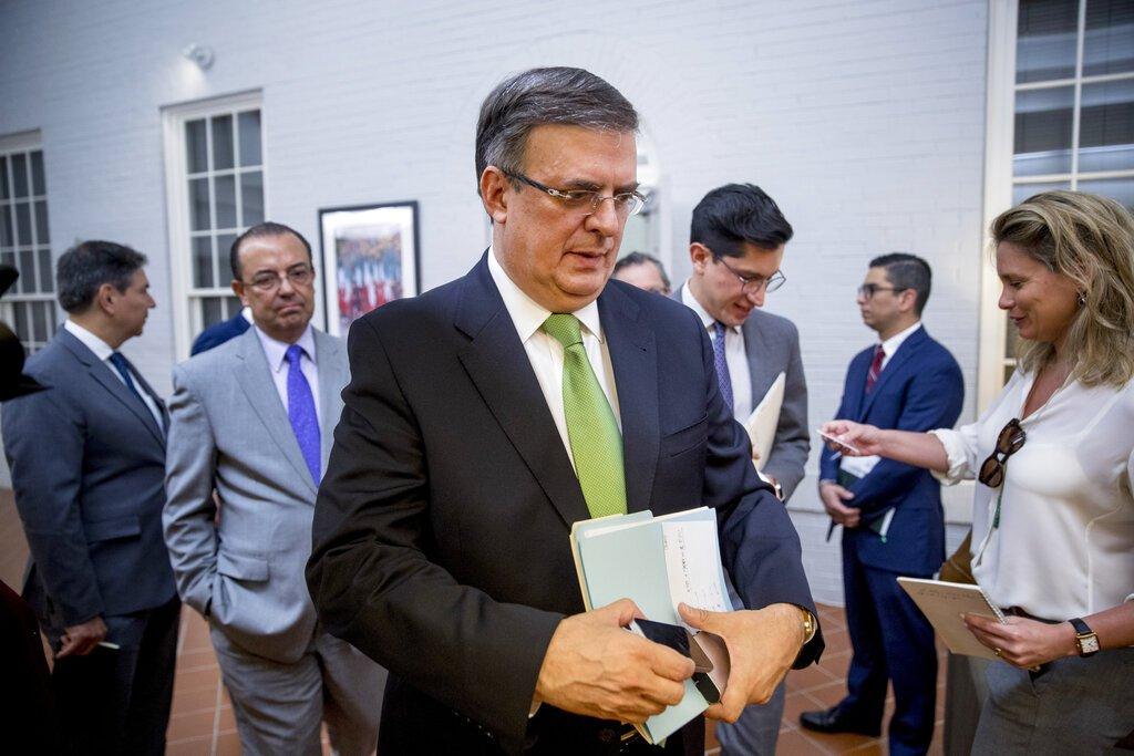 El secretario del Exterior mexicano Marcelo Ebrard parte de una conferencia de prensa en la embajada mexicana en Washington, martes 4 de junio de 2019. Foto: Andrew Harnik / AP.