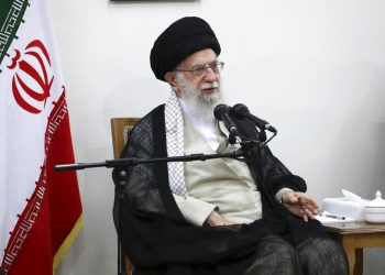 El líder supremo de Irán, el ayatolá Ali Jamenei interviene en una reunión en su residencia en Teherán, Irán. Foto: Oficina del Líder Supremo de Irán vía AP.