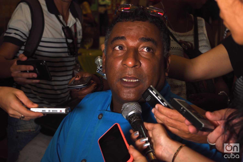 El chef Carlos Cristóbal Márquez, propietario del restaurante habanero San Cristóbal, habla a la prensa el viernes 14 de junio de 2019. Foto: Otmaro Rodríguez.