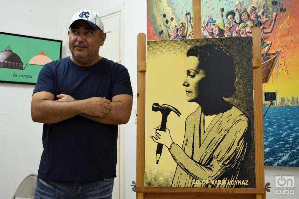 Reyneiro Tamayo con su obra Dulce María Loynaz. Foto: Otmaro Rodríguez